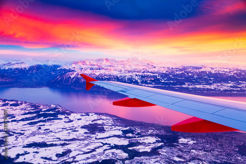 Poster Avion à Moteur Amazing view from the airplane window during the sunset over mountains in Switzerland