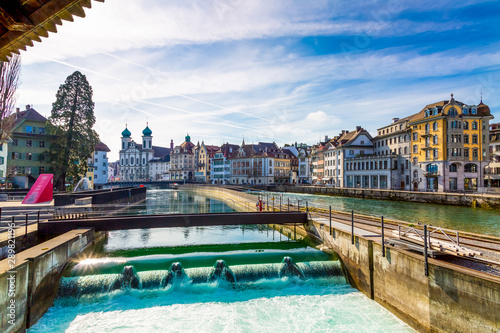Photographie  Beautiful old town architecture over Reuss river in Lucerne city, Switzerland