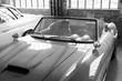 Lufthitze auf der Motorhaube eines italienischen Sportwagen der Fünfzigerjahre