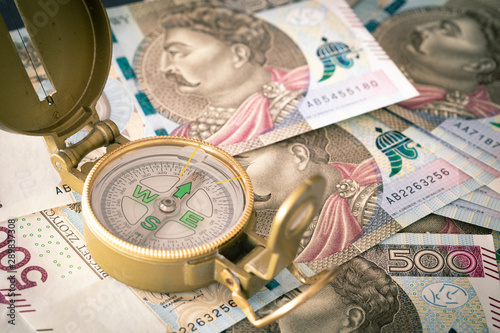 Fotomural  Polish money, 500 zloty Banknotes and compass / business direction concept