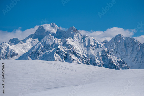 Fotografie, Obraz Snow and mountain peaks in the french Pyrenees
