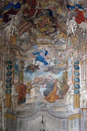 Fotografiet Assumption of the Virgin Mary altarpiece in the church of Assumption in Samobor,