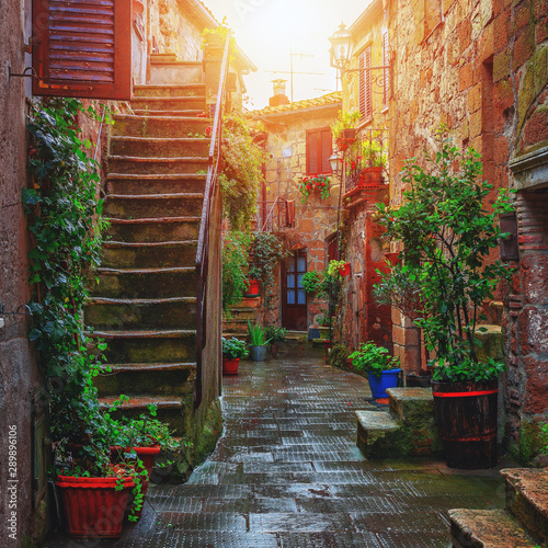 Foto auf Leinwand Schokobraun Beautiful alley in Tuscany, Old town, Italy
