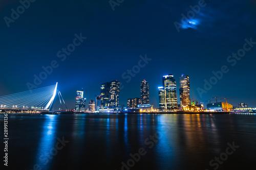Foto auf AluDibond Rotterdam The skyline of Rotterdam by night