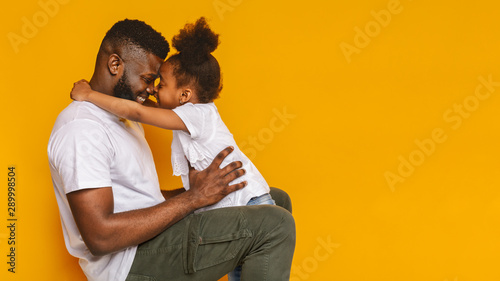 Carta da parati  Happy african father cuddling with his cute little daughter