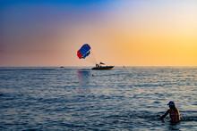 Отдых и катание на парашюте на море