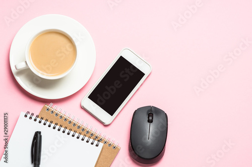 Cadres-photo bureau Pain Office workplace with notepad, coffee cup and keyboard on pink background.