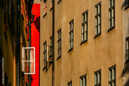 Foto auf AluDibond Stockholm Stockholm, Sweden WIndows on Draken Grand inthe Old TOwn or Gamla Stan.