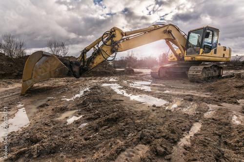 Pinturas sobre lienzo  Excavator on a building site. Heavy machinery