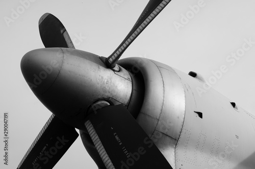 Fototapeta Feathered propeller on the turboprop of Antonov An-26