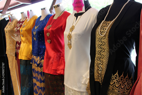 Fotografía tarditionnal clothes for muslim malaysian women in singapore