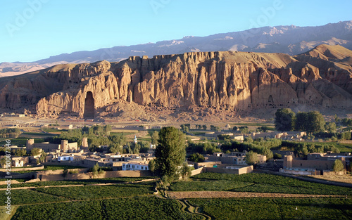 Fototapeta Bamyan (Bamiyan) in Central Afghanistan. This is a view over the Bamyan (Bamiyan) Valley showing the large Buddha niche in the cliff. The Buddhas were destroyed by the Taliban. UNESCO site Afghanistan obraz