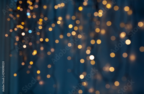 Fotomural  holiday, illumination and decoration concept - bokeh of christmas garland lights
