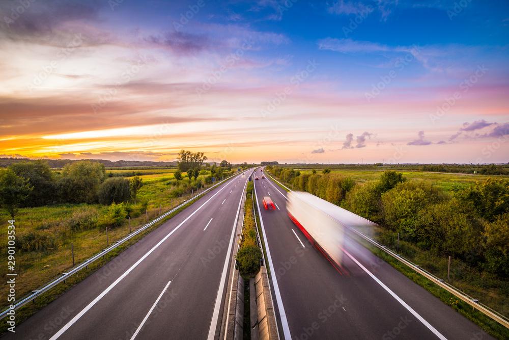 Fototapety, obrazy: Autobahn in Deutschland am Abend