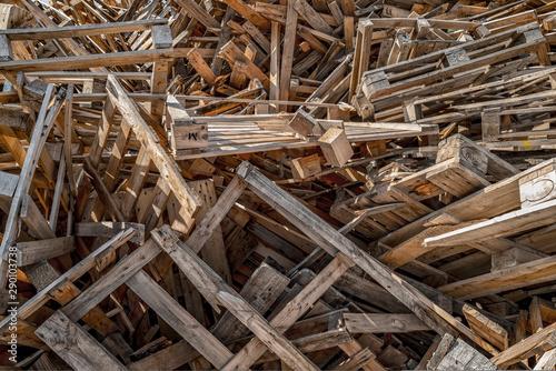 Fotomural décharge de palettes en bois