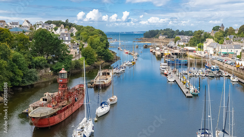 Photo sur Toile Navire Doarnenez, the port Rhu in Brittany, beautiful aerial view of the harbor, with modern and old ships