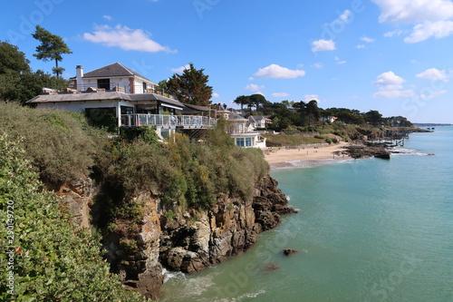 Pornic en Loire-Atlantique, villa au sommet d'une falaise près de la plage de la Canvas Print