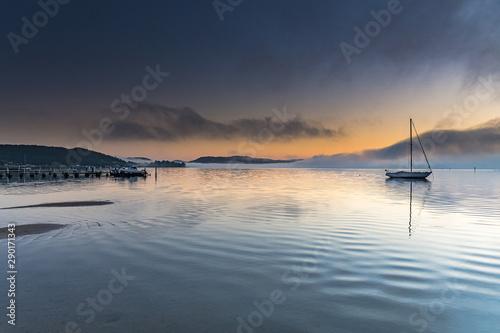 Obraz Misty Morning Sunrise Waterscape - fototapety do salonu