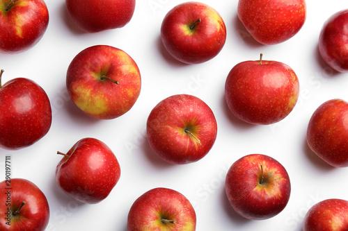 Fototapeta Jabłko  dojrzale-soczyste-jablka-czerwone-na-bialym-tle-widok-z-gory