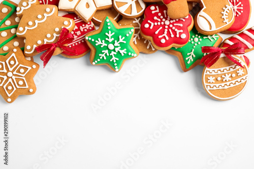 Photo  Tasty homemade Christmas cookies on white background, top view