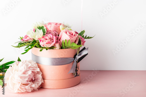 Beautiful and tender bouquet of flowers in the hat box, Canvas-taulu