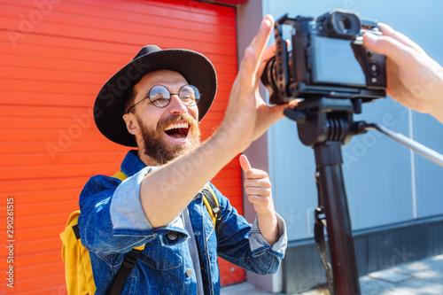 Valokuva  social media influencer creating content