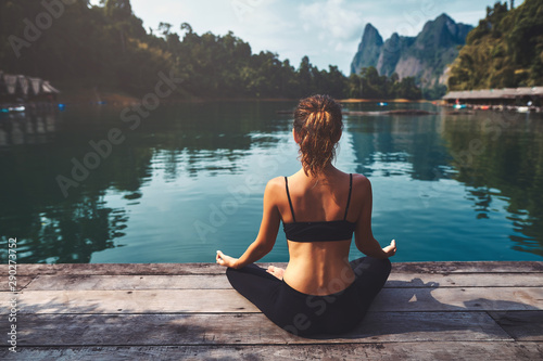 Spoed Foto op Canvas Ontspanning Woman Yoga - relax in nature