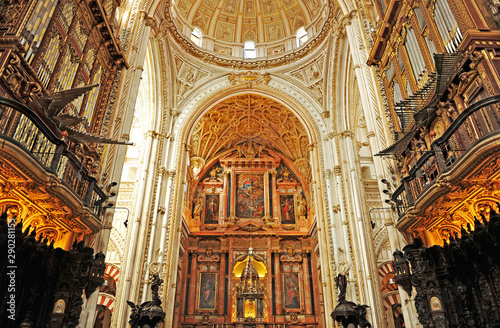 Obraz na plátně  High altar and renaissance vaults of the famous Cathedral - Mosque of Cordoba Wo