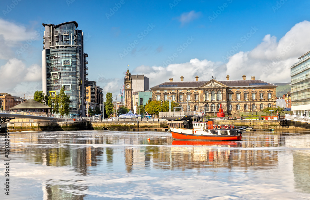 Fototapety, obrazy: The Custom House and Lagan River in Belfast, Northern Ireland