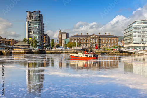 Fotografia, Obraz The Custom House and Lagan River in Belfast, Northern Ireland