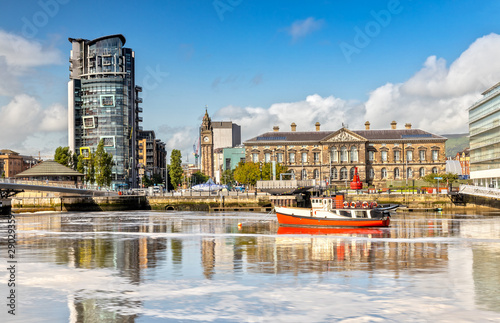Fotografie, Obraz The Custom House and Lagan River in Belfast, Northern Ireland