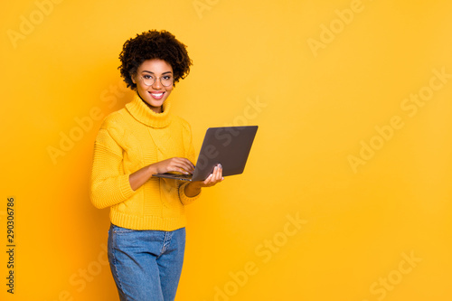 Fotografia  Copyspace photo of attractive intelligent cheerful business black stylish beauti