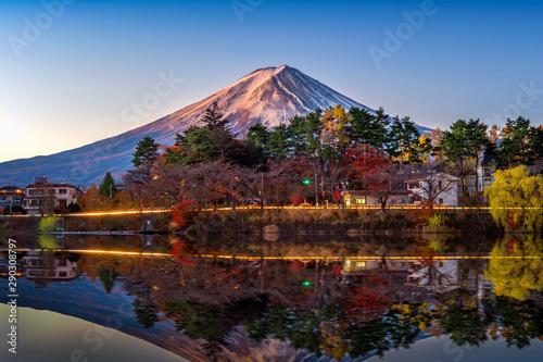 Foto auf AluDibond Dunkelbraun Autumn Season and Mountain Fuji at Kawaguchiko lake, Japan.