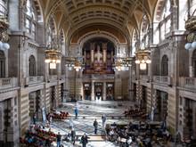Le Hall Et L'orgue Du Musée K...
