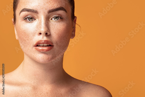 Keuken foto achterwand Spa Beauty portrait of woman with freckles.