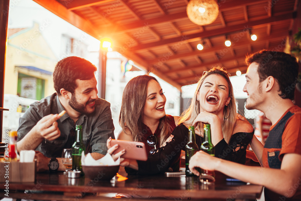 Fototapety, obrazy: Group of friends having a good time at the bar