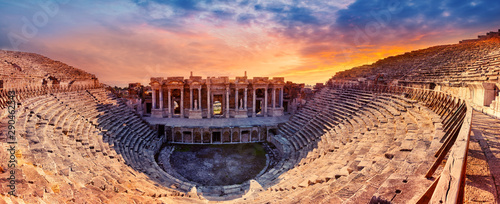 Photo  Amphitheater in the ancient city of Hierapolis