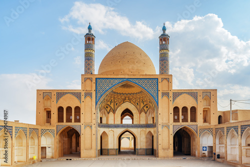 Fotografija Awesome view of Agha Bozorg Mosque in Kashan, Iran