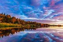 Sonnenaufgang An Einem Schwedischen See
