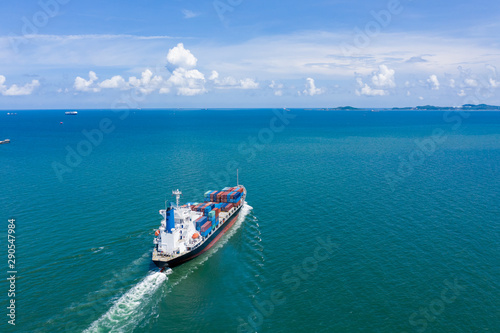 Foto auf AluDibond Shanghai business and industry import and export service shipping cargo containers international by the sea aerial view
