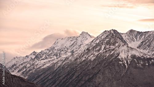 Vászonkép  The road in the mountains of Ingushetia