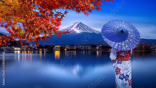 Stampa su Tela Asian woman wearing japanese traditional kimono at Fuji mountain in autumn, Kawaguchiko lake in Japan