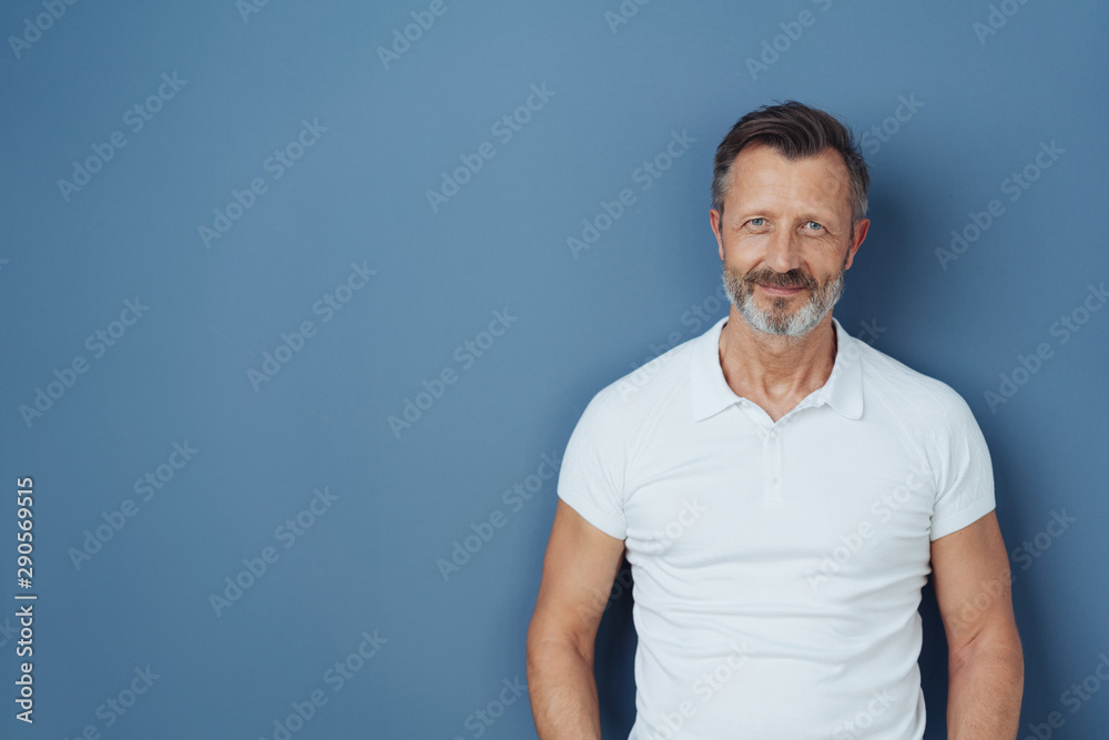 Fototapeta Casual bearded man in a casual white t-shirt