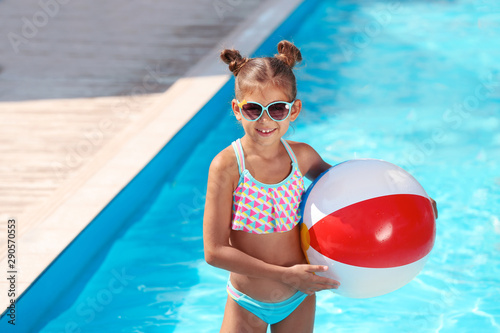 Cute little girl with inflatable ball in swimming pool Canvas-taulu