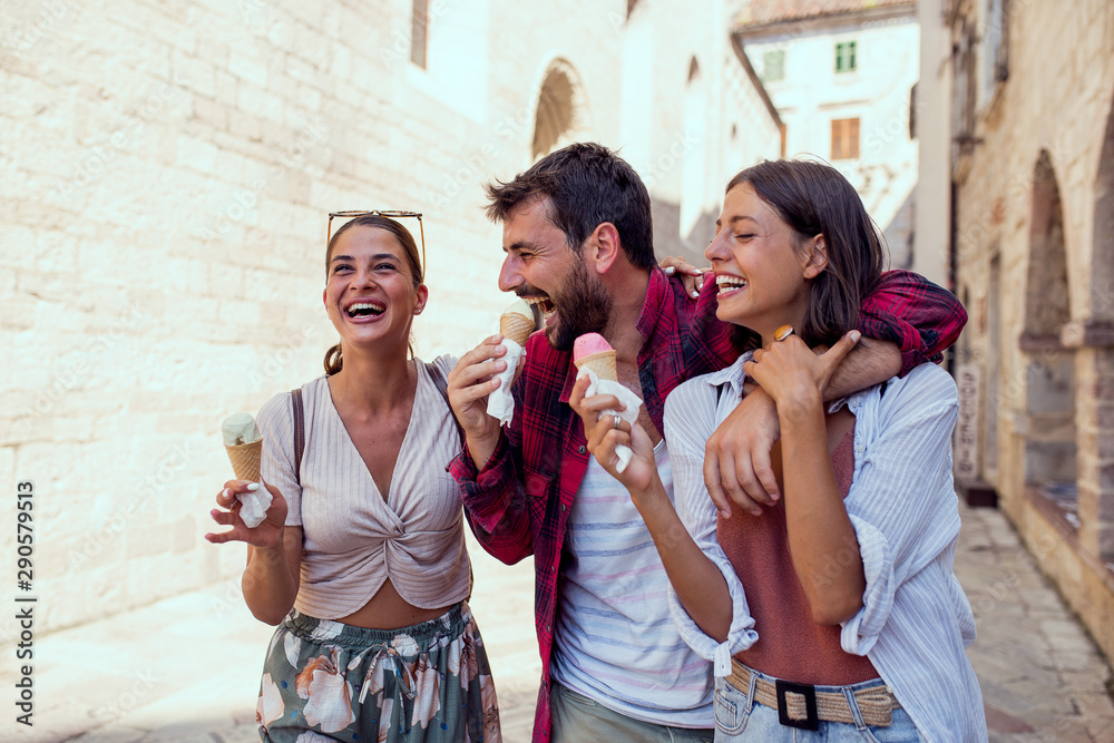 Fototapety, obrazy: Friends have eating ice cream and have fun on street