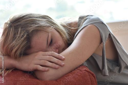 Photo Belle jeune fille déprimée
