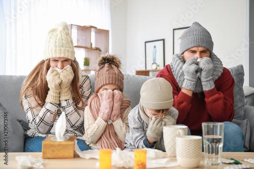 Obraz Family ill with flu at home - fototapety do salonu
