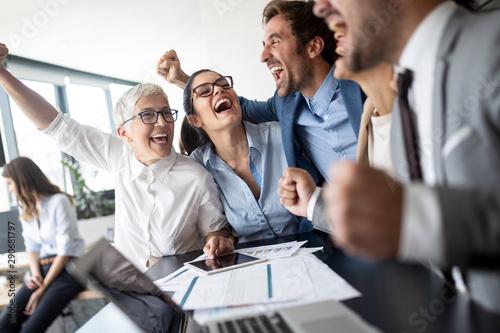 Business team celebrating a good job in the office Fototapet