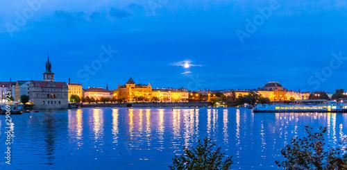 Fototapety, obrazy: Die abendliche Moldau mit der Prager Mánes-Brücke
