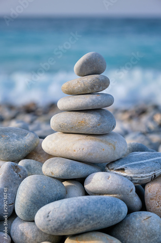 Fotomural  Zen balanced stones stack on beach
